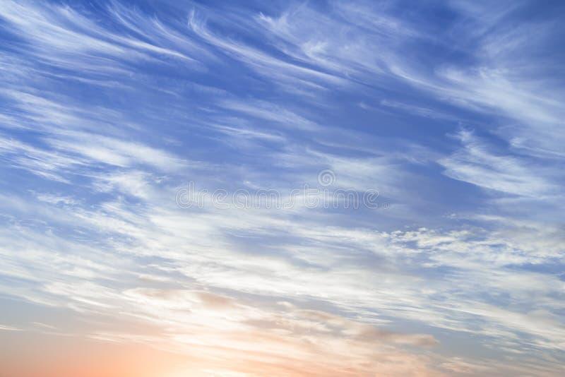 Ciel nuageux de matin images libres de droits