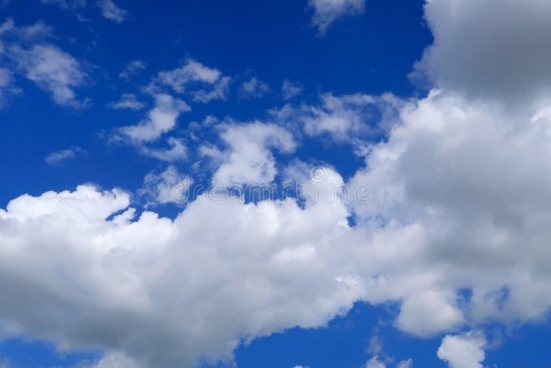 Ciel nuageux et bleu a?rien photo libre de droits