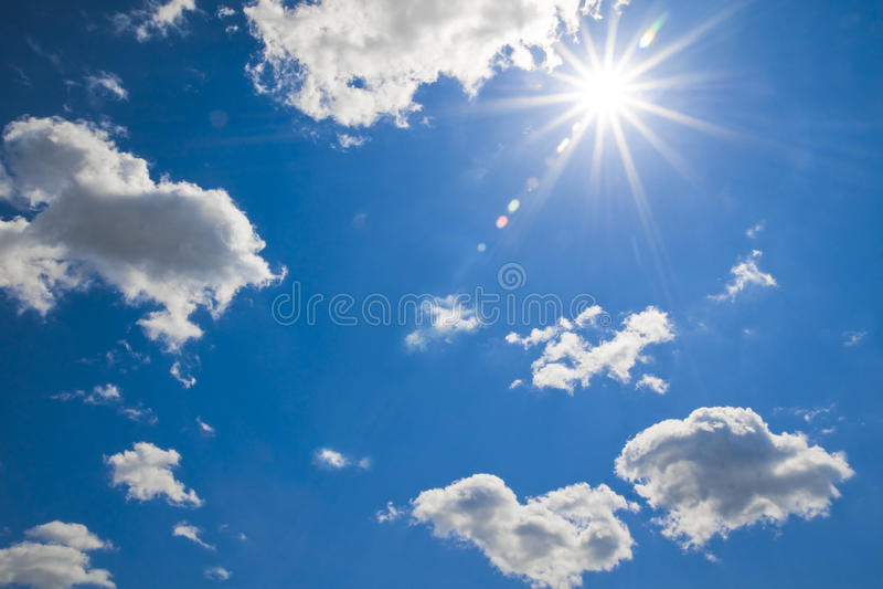 Ciel nuageux lumineux images libres de droits