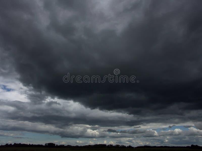 Download Ciel orageux image stock. Image du bleu, orageux, ciel, excessif - 70483