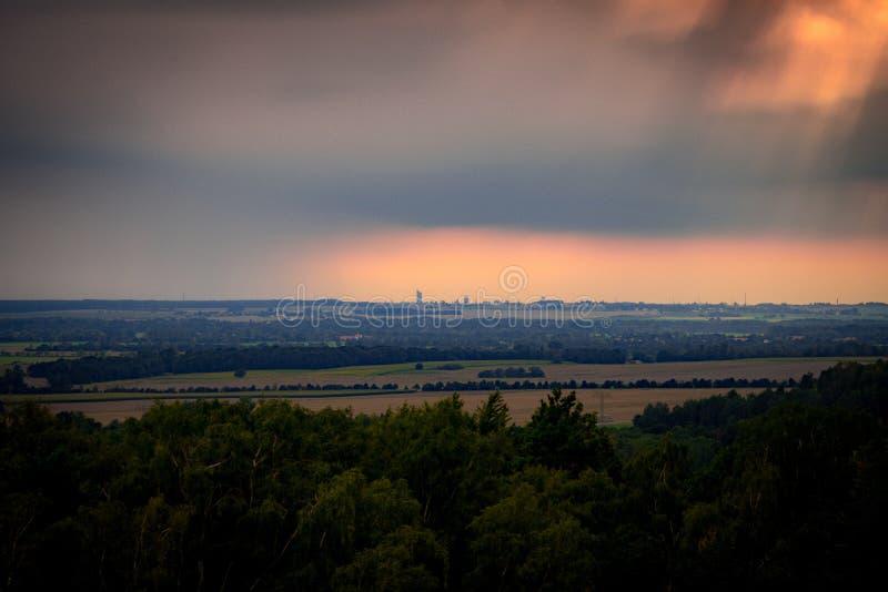 Ciel orageux au-dessus de Leipzig photo stock