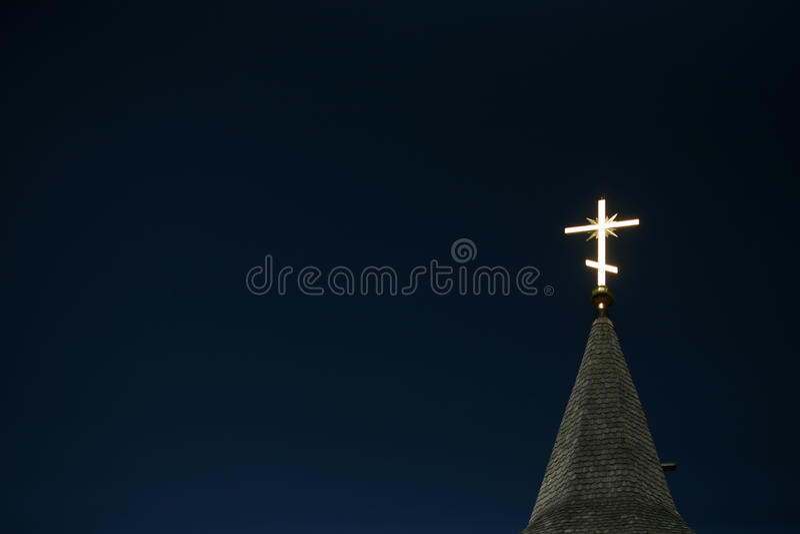ciel orthodoxe d'éclairage en travers bleu photographie stock