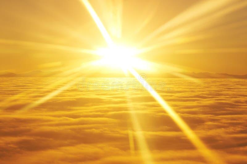 Ciel, soleil de coucher du soleil et nuages photos stock