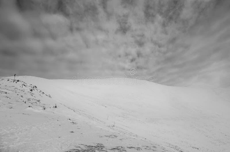 Ciel spectaculaire en montagnes de Carpathiens photos stock