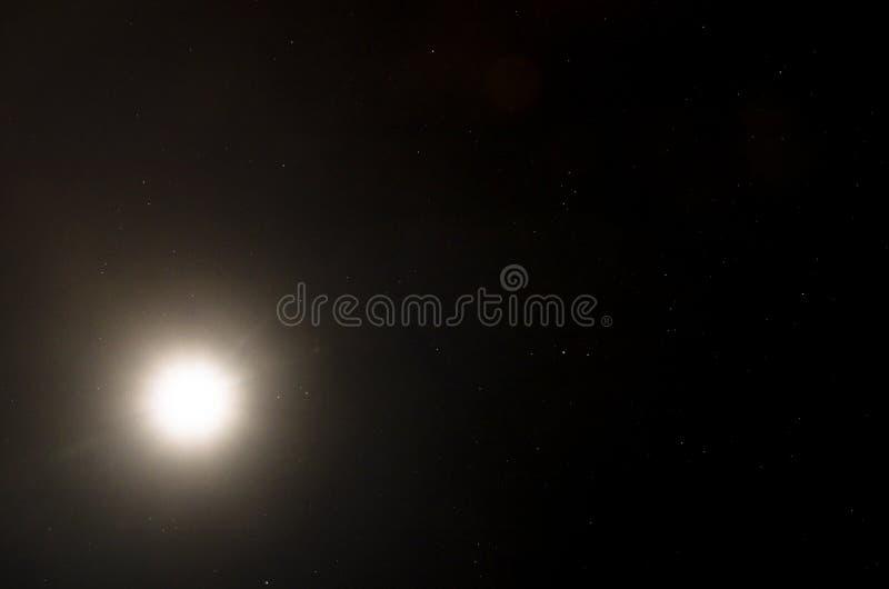 Ciel ?toil? avec la lune photos libres de droits