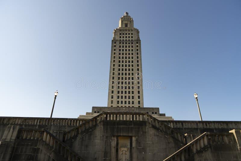 Cieli blu al capitale dello Stato che costruisce Baton Rouge Luisiana immagine stock
