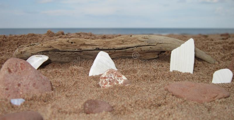 Cieli blu e sabbia rossa fotografie stock libere da diritti