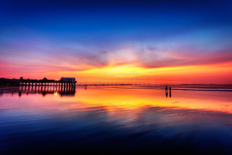 Cieli di Pre-dawn alla vecchia spiaggia del frutteto immagini stock libere da diritti