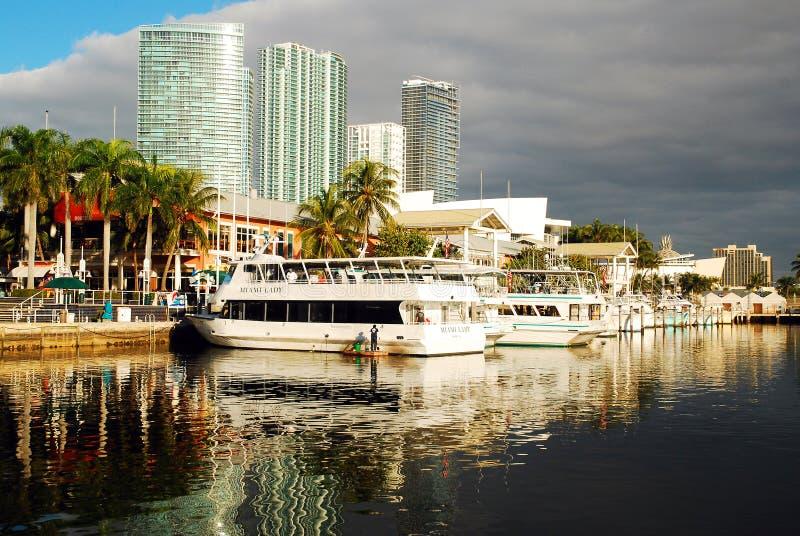 Cieli eliminanti al Bayside di Miami fotografie stock