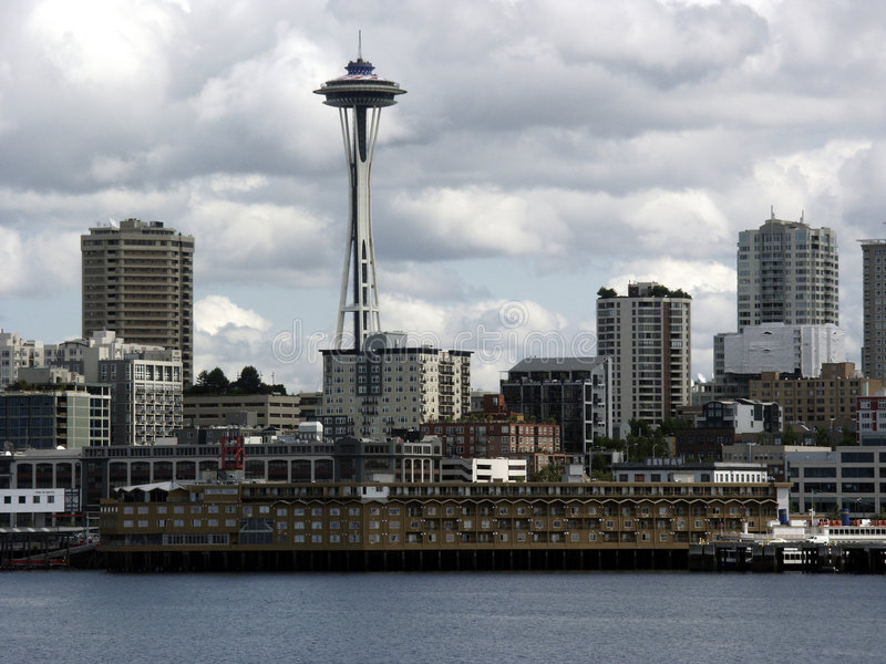 Download Cieli nuvolosi fotografia stock. Immagine di seattle, cityscape - 201064