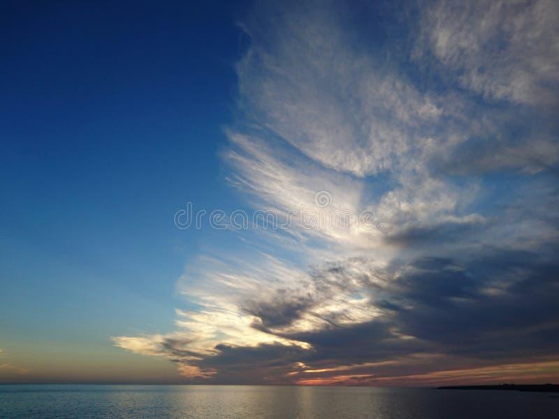 Download Cielo imagen de archivo. Imagen de cielo, sunset, nubes - 64210995
