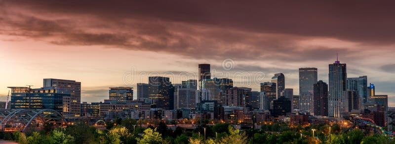 Cielo anaranjado durante la mañana de Denver Colorado foto de archivo libre de regalías