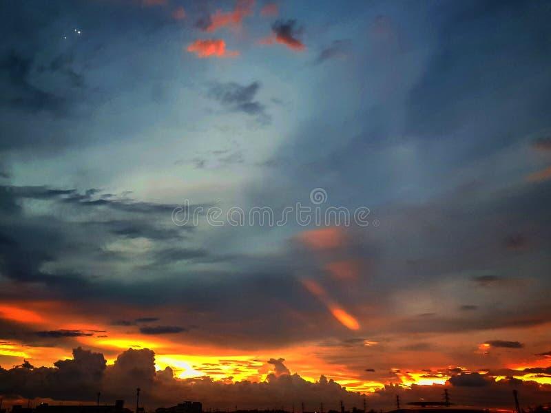 Cielo antes de la noche foto de archivo