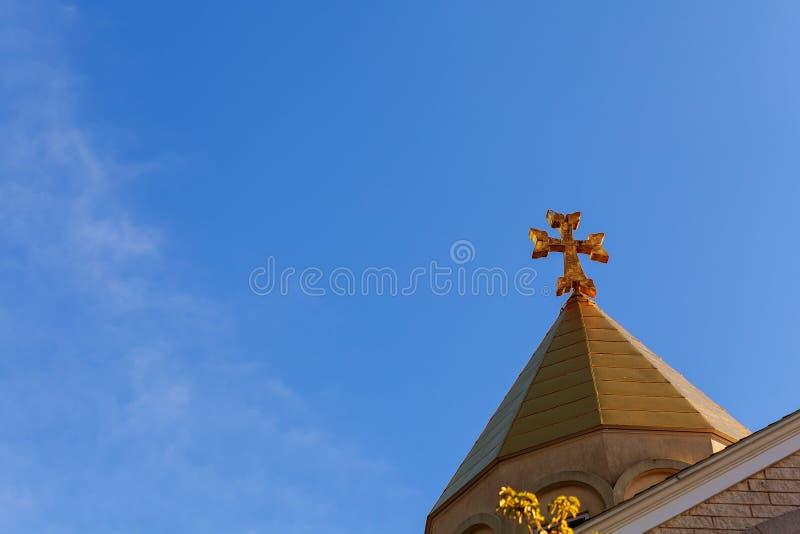 Cielo armenio apostólico de la cruz de la iglesia fotos de archivo