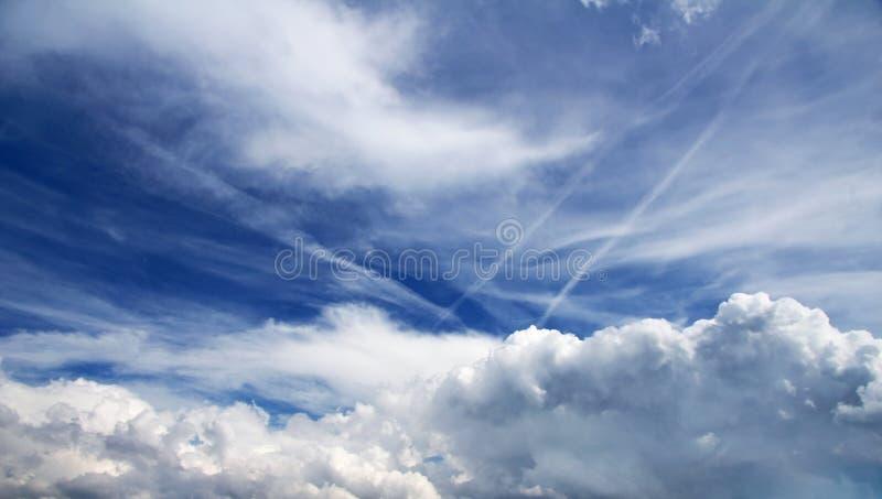 Cielo asombroso con las nubes fotos de archivo libres de regalías