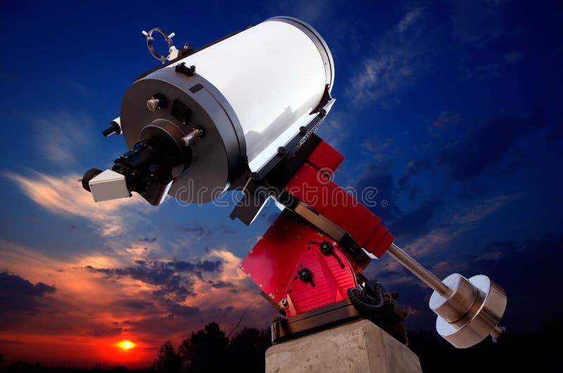 Cielo astronómico de la puesta del sol del telescopio del observatorio fotografía de archivo libre de regalías