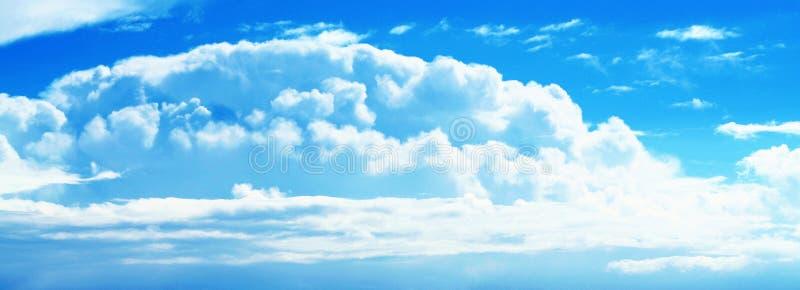 Cielo azul asoleado de la nube imágenes de archivo libres de regalías