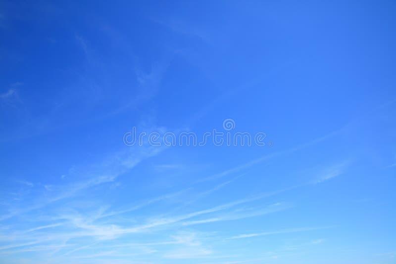 Cielo azul casi claro imagen de archivo