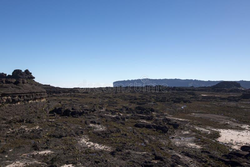 Cielo azul claro raro en la cumbre del soporte Roraima imagenes de archivo