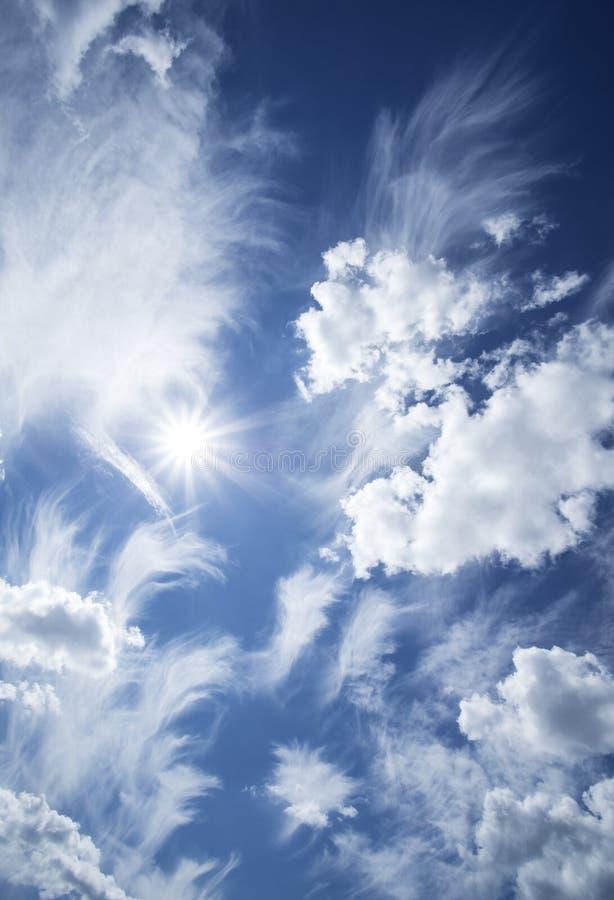 Cielo azul con las nubes. fotos de archivo libres de regalías