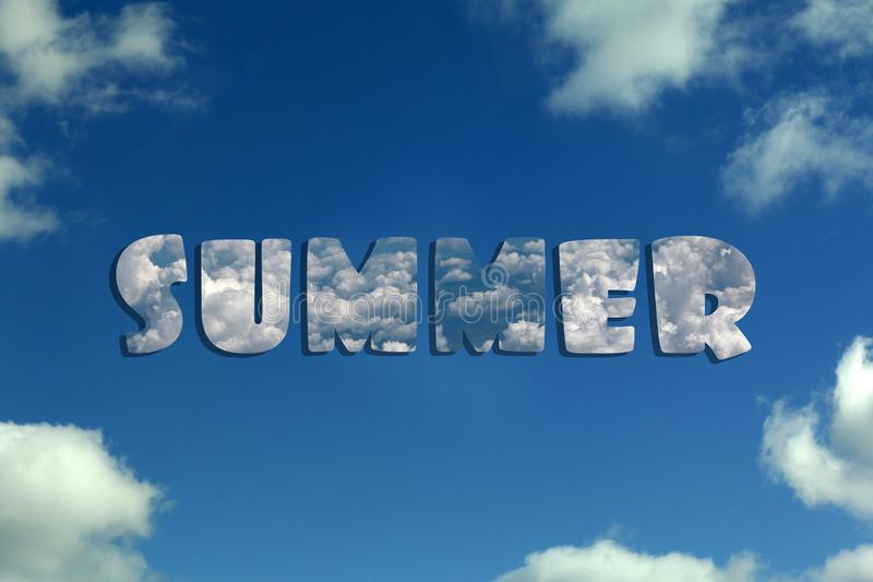 Cielo azul con las nubes y el verano de la inscripción imagenes de archivo