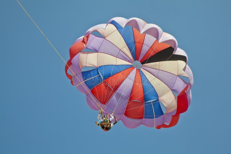 Cielo azul de arriba de las alas flexibles imagen de archivo libre de regalías