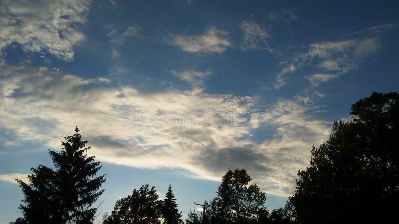 Cielo azul de la mañana fotografía de archivo