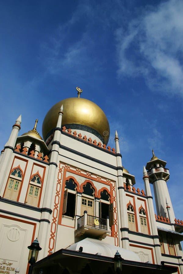 Cielo azul de la mezquita antigua del sultán foto de archivo