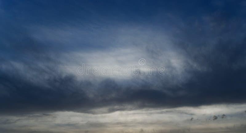 Cielo azul de la noche fotografía de archivo libre de regalías
