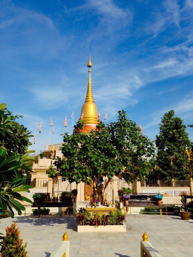 Cielo azul de la pagoda de oro imágenes de archivo libres de regalías