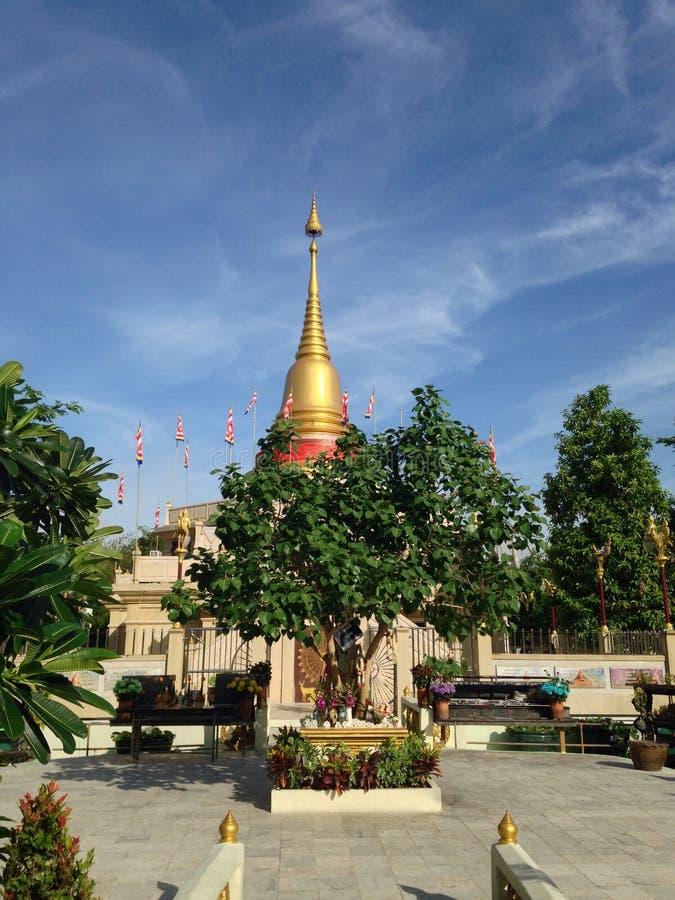 Cielo azul de la pagoda de oro fotos de archivo libres de regalías