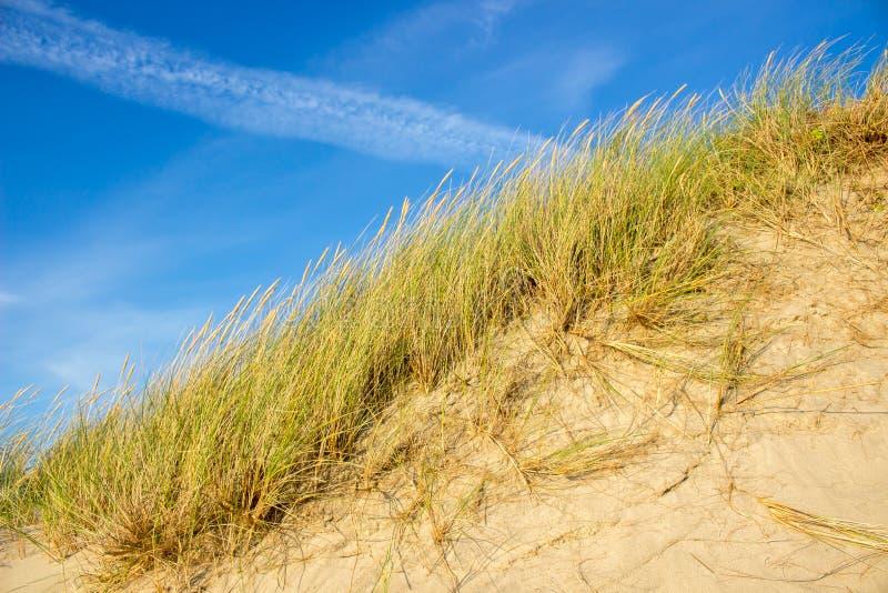 Cielo azul de Sandy Steep Hill And Clear fotos de archivo