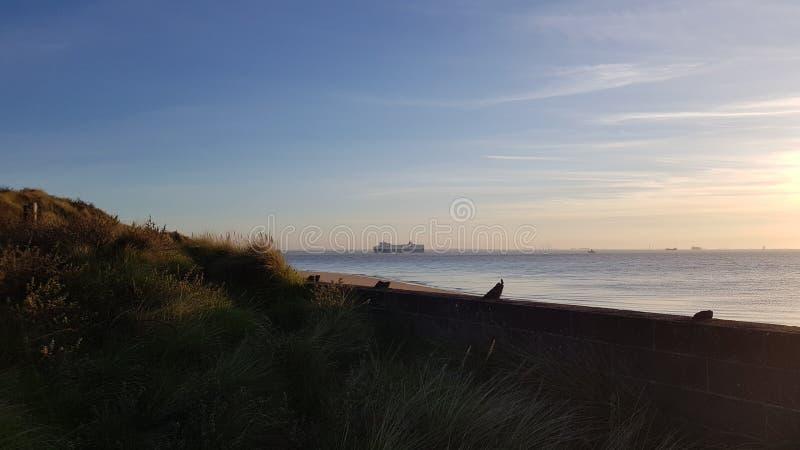 Cielo azul del mar británico del barco de cruceros fotos de archivo