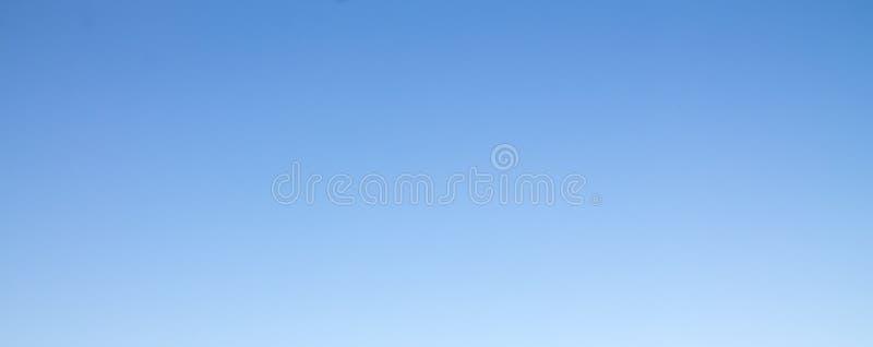 Cielo azul en días claros imágenes de archivo libres de regalías
