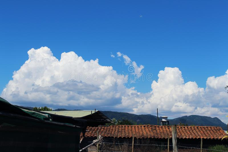 Cielo azul en Santiago imágenes de archivo libres de regalías