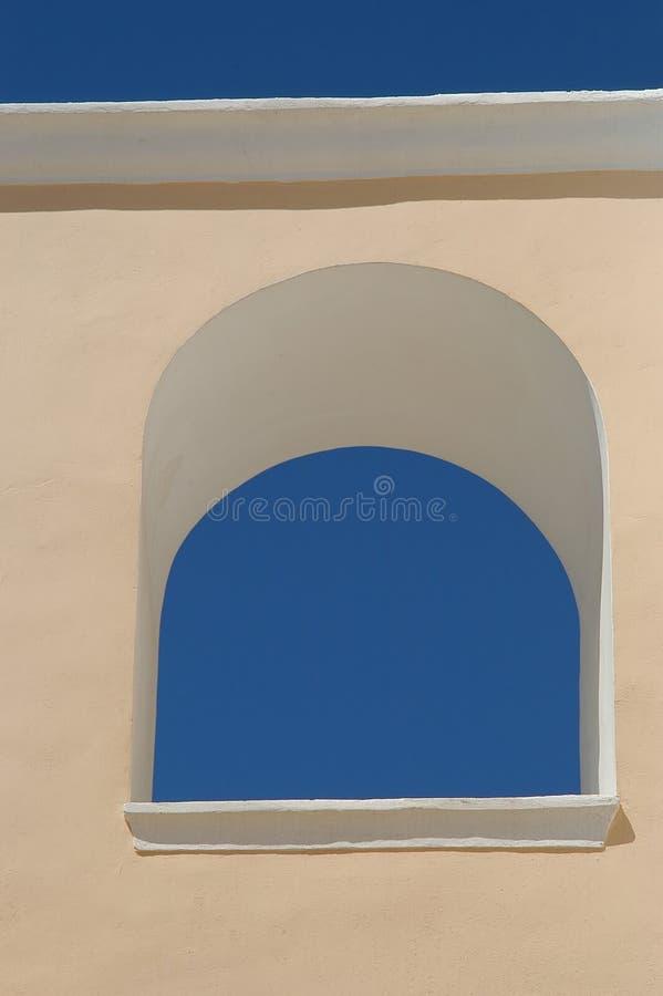 Cielo azul en una ventana fotos de archivo libres de regalías