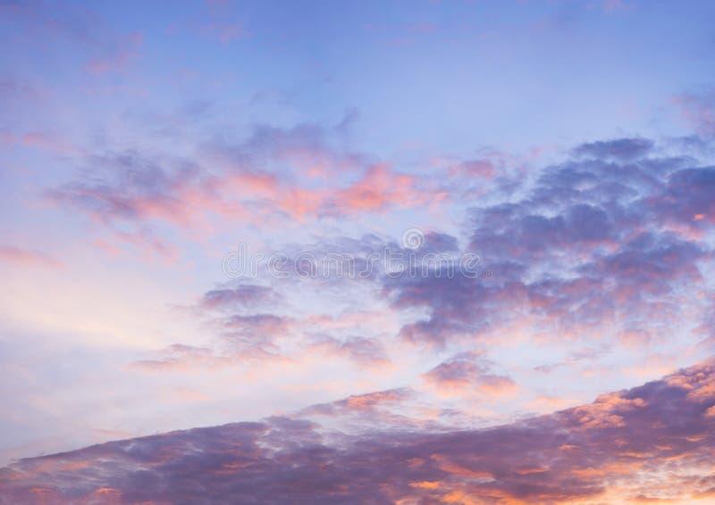 Cielo azul hermoso con el fondo de la formación de la nube fotografía de archivo libre de regalías