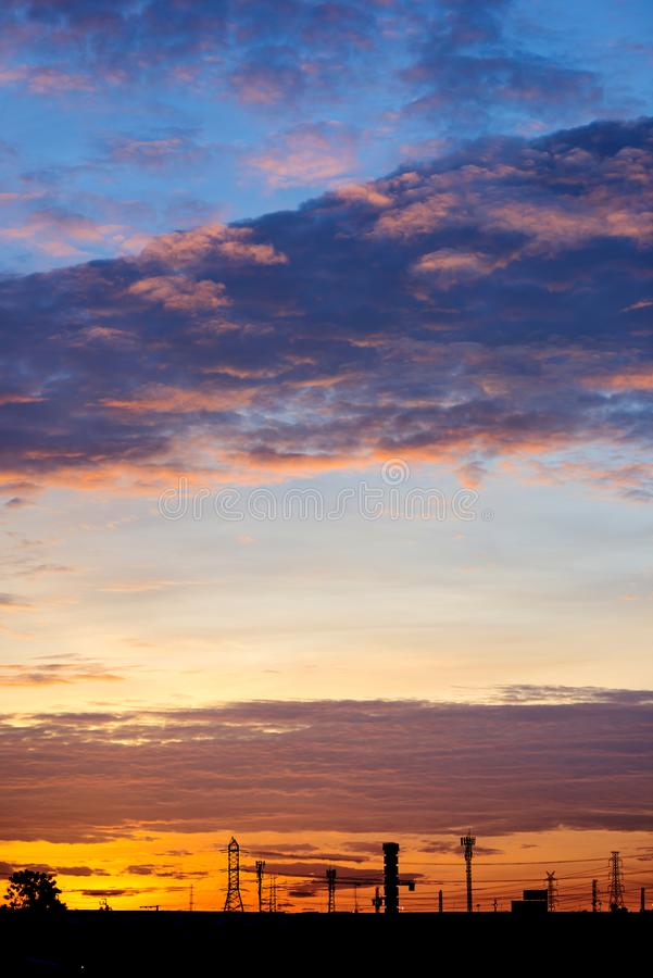 Cielo azul hermoso con el fondo de la formación de la nube imagen de archivo