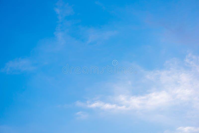 Cielo azul hermoso con el fondo de la formación de la nube foto de archivo libre de regalías