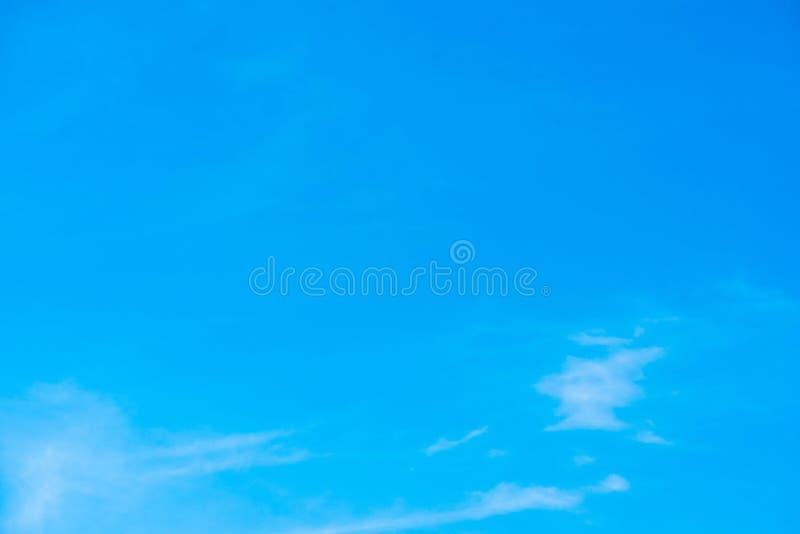 Cielo azul hermoso con el fondo de la formación de la nube imagen de archivo libre de regalías