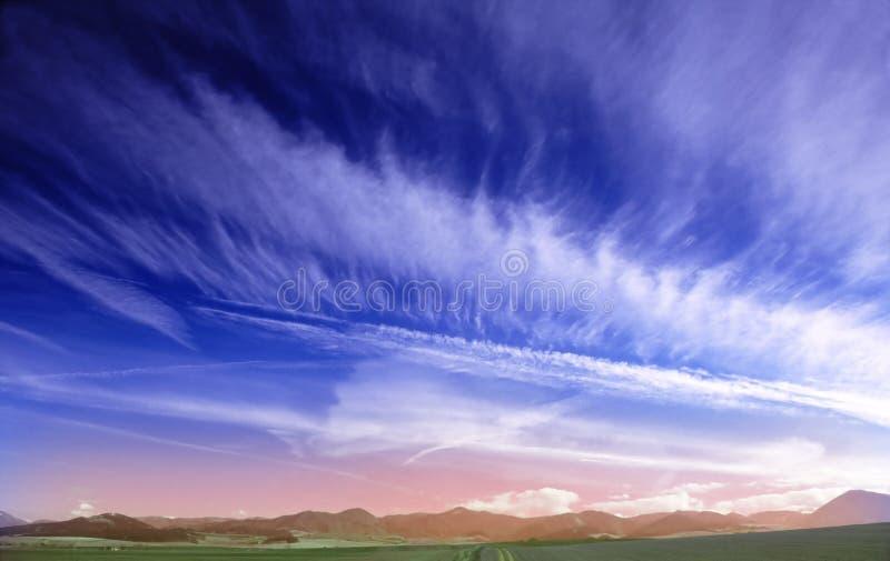 Cielo azul profundo fotos de archivo