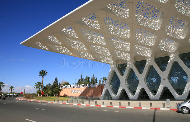 Cielo azul sobre el aeropuerto Marrakesh imagen de archivo libre de regalías