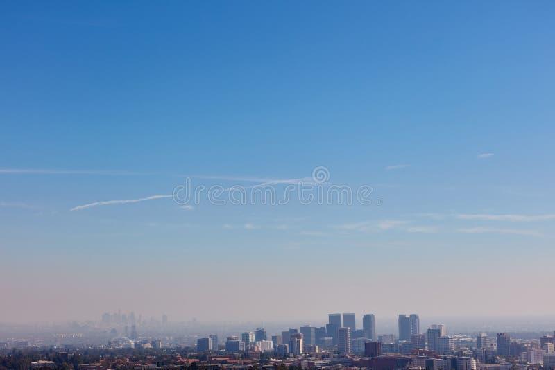 Cielo azul sobre el horizonte de Los Ángeles fotografía de archivo libre de regalías