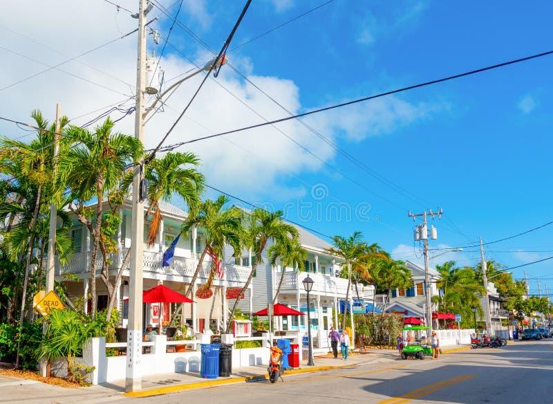 Cielo azul sobre la calle hermosa de Duval fotografía de archivo libre de regalías
