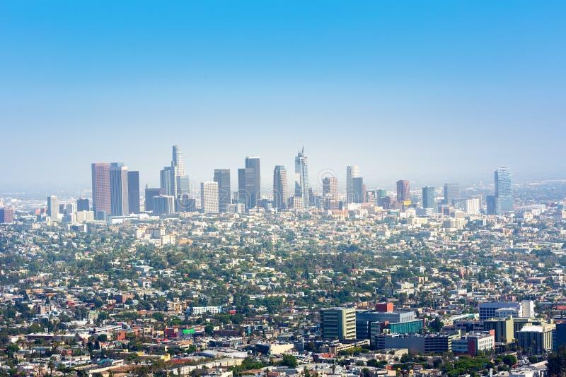 Cielo azul sobre Los Ángeles céntrico foto de archivo
