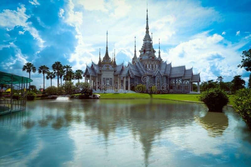Cielo azul Wat None Kum en la provincia de Nakhon Ratchasima fotografía de archivo libre de regalías