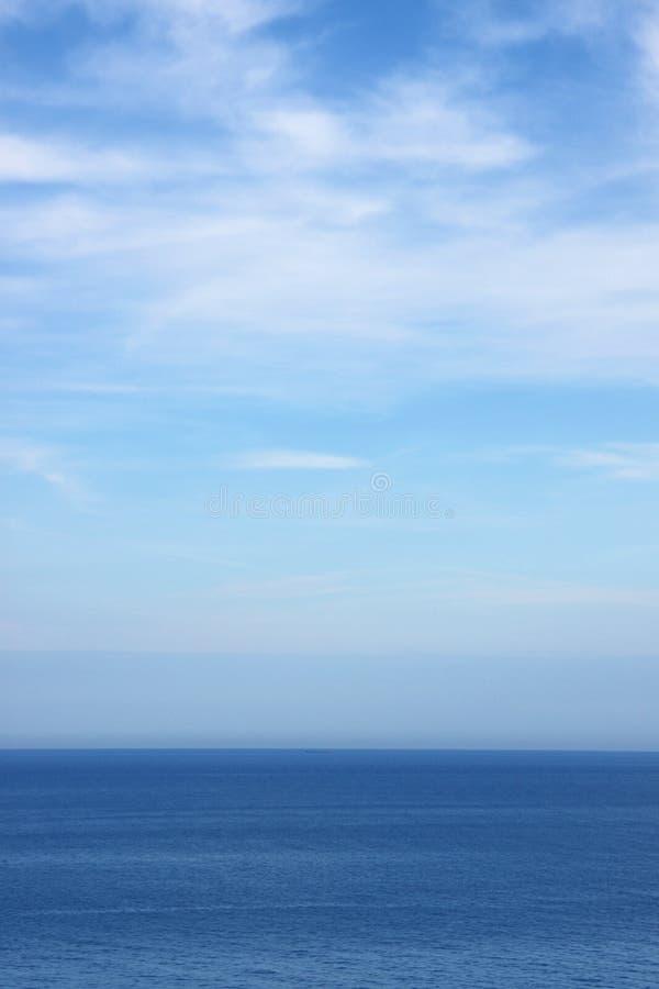 Cielo azul y mar fotos de archivo libres de regalías