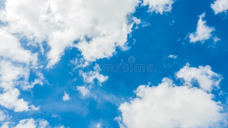 Cielo azul y nube, fondo fotos de archivo