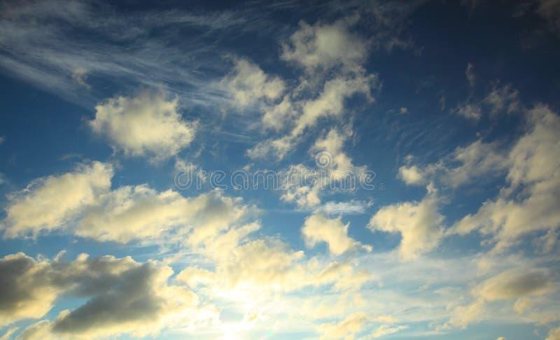 Download Cielo azul y nubes foto de archivo. Imagen de outdoors - 44850922