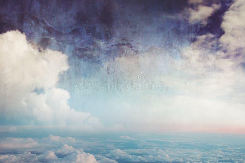 Cielo azul y nubes, imagen en estilo de la historieta de la acuarela imagenes de archivo